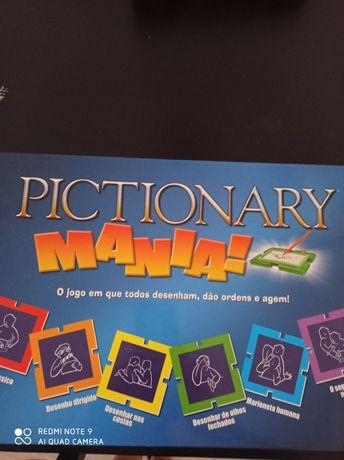 Jogos  pictionaru mania e trivial pursuit