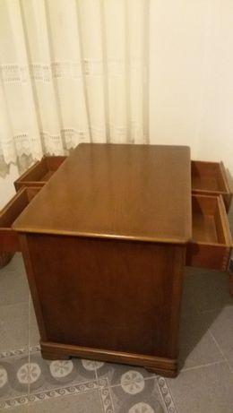 Mesa de Escritório - Carvalho