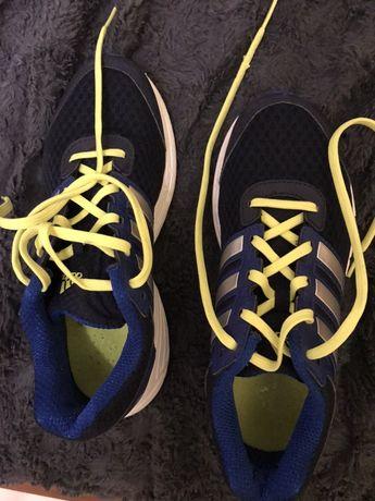 Buty sportowe Adidas dla chlopca jak nowe