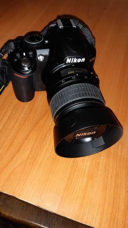 професійний фотоапарат Nikon D3100