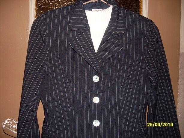 Damski kostium spódnicospodnie