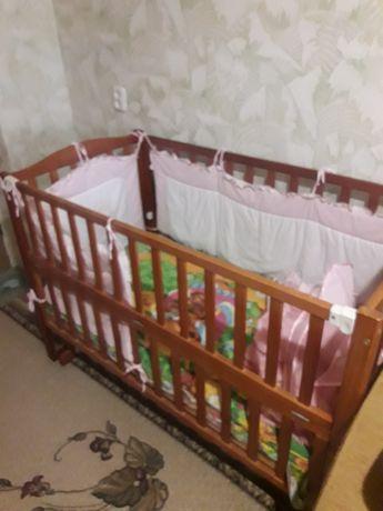 Продам кроватку с матрацем, постелькой и балдахином
