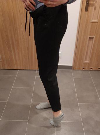 Czarne spodnie Medicine