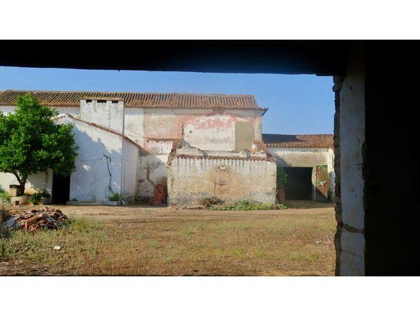 Edifício centenário para remodelação total na região de E...