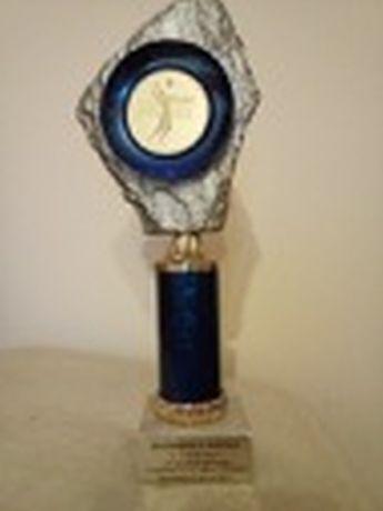 Puchar- Statuetka z 2001 r.