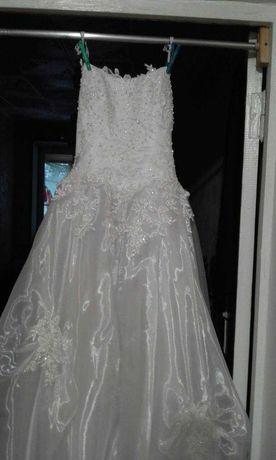 Продам свадебное платье с фатой