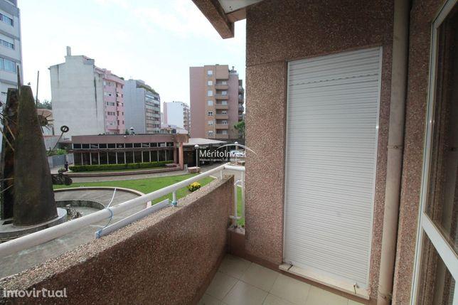 Apartamento T3+1 com garagem para uma viatura em pleno centro da cidad