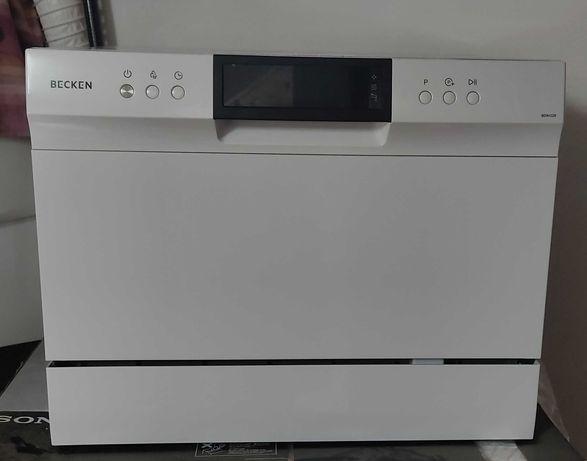 Máquina de lavar loiça pequena como nova