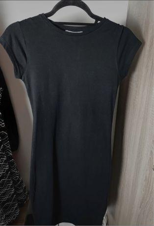 Czarna dopasowana sukienka pull&bear