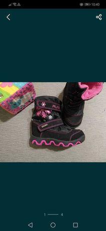 Дитяче взуття на дівчинку