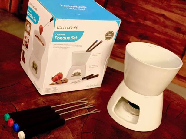 Nowe, ceramiczne fondue na czekoladę lub ser