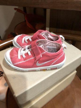 Trampki dziewczęce Nike r.26,5