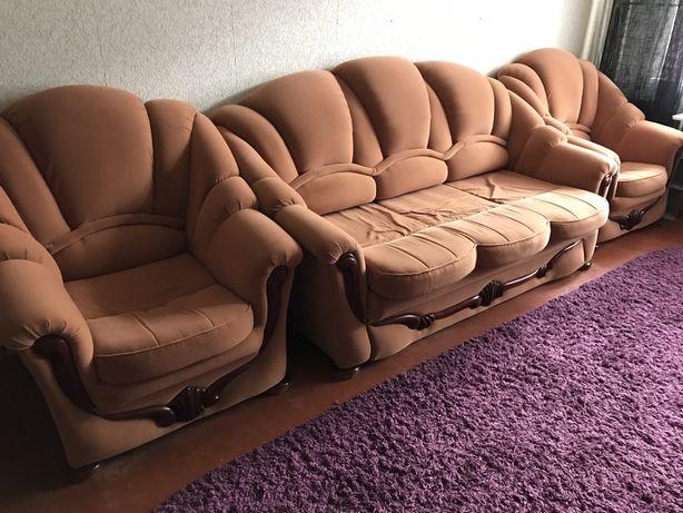 Качественная мягкая  мебель диван 2 кресла . Основательное дерево