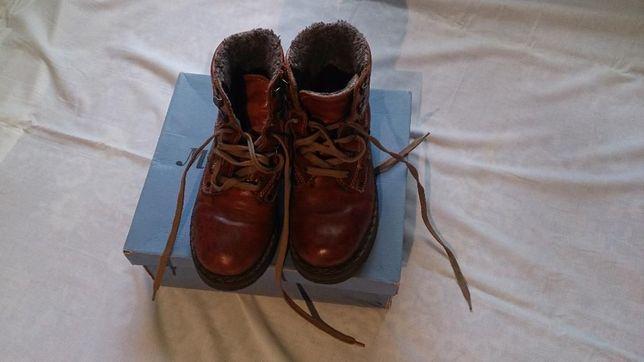 Solidne ciepłe buty.