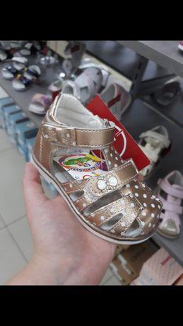 Продам босоножки для девочки, 22 размер
