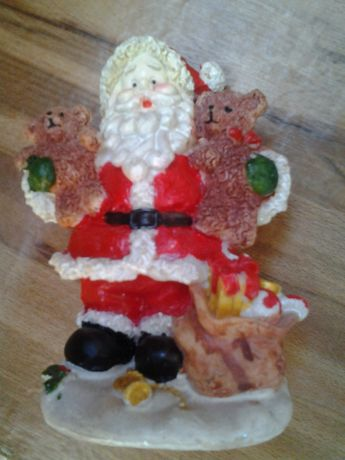 Фигурка(статуетка)новогодняя фарфоровая ''Дед Мороз''с подарками 14 см