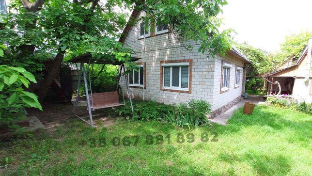 Продаж ділянки з двома будинками з видом на сосновий ліс на 42 сотках