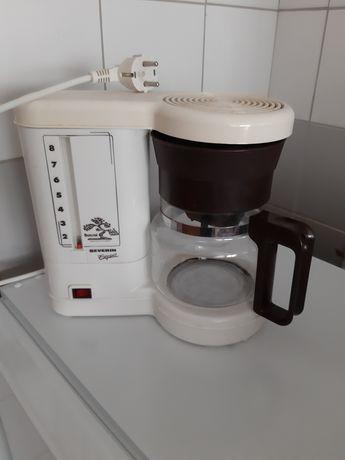 Máquina de café com cafeteira