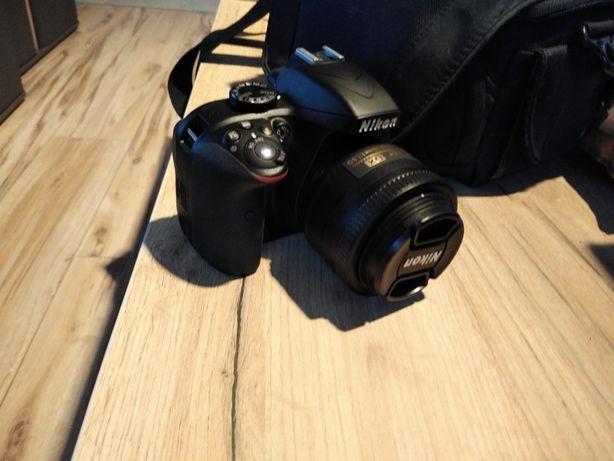 Nikon d3300 + AF-S Nikkor 35 f 1.8G + torba przebieg migawki 130 zdjęć
