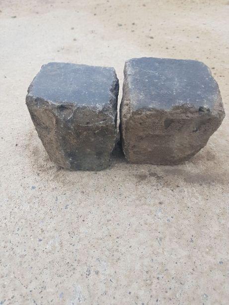 Kostka bazaltowa starobruk wyślizgana