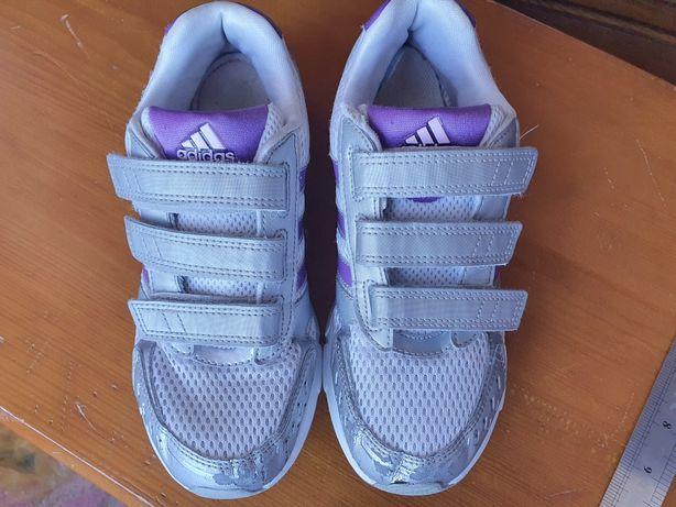 Кросовки adidas  35