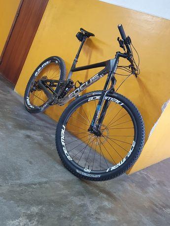Vendo bicicleta de btt em carbono focus 01e