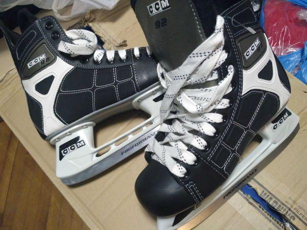Коньки CCM хоккейные 39 размер