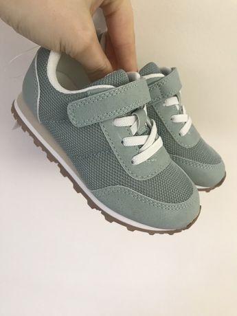 Кросівки бренду H&M
