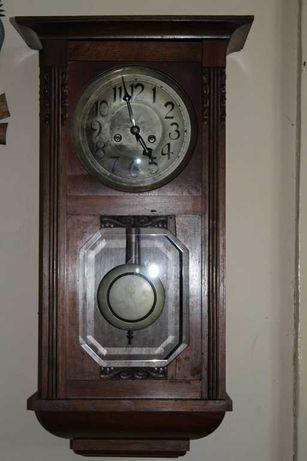 Zabytkowy zegar.