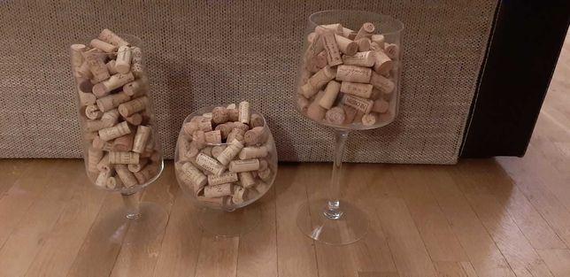 Kielichy ozdobne z korkami po winie