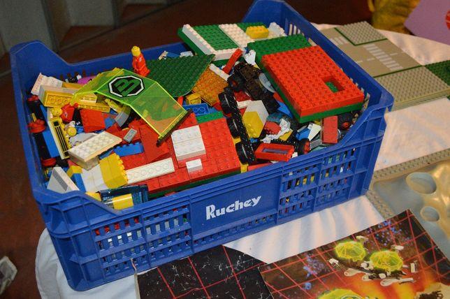 Conjunto centenas peças LEGO (inclui estação espacial)