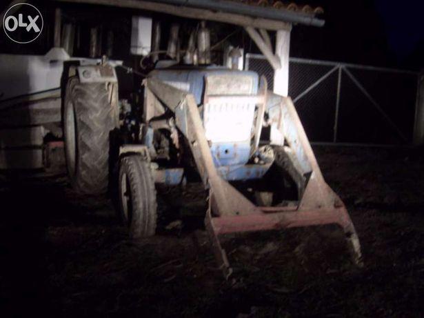 Vendo Tractor Ford 5000 com pá carregadora muita força e poucas horas