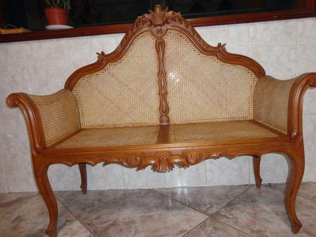 Mesa de centro e dois canape em madeira e palhinha