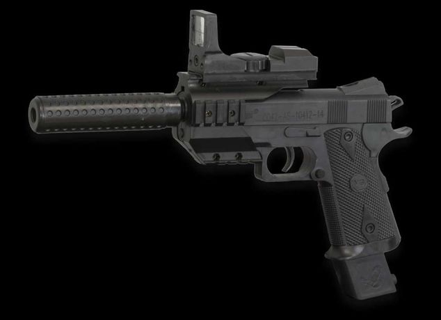 Pistola de airsoft com silenciador. Cyma