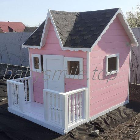 Деревянный домик с верандой для девочки
