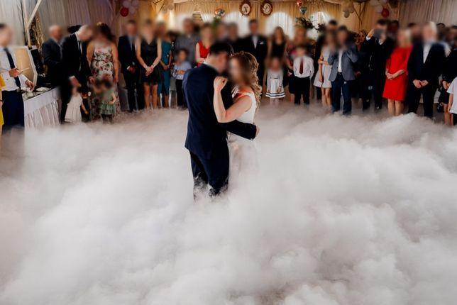 Magiczny pierwszy taniec w chmurach