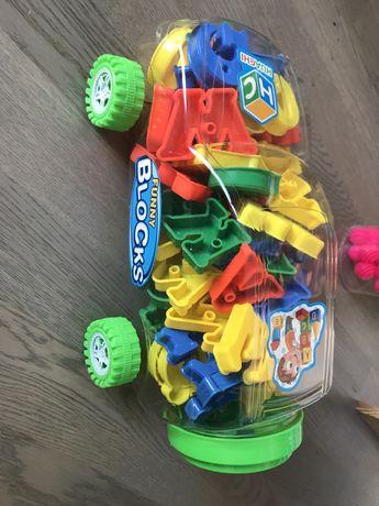 Auto z literkami
