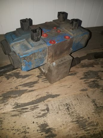 Rozdzielacz  zawór cewka skrętu  jcb 4cx  2003r