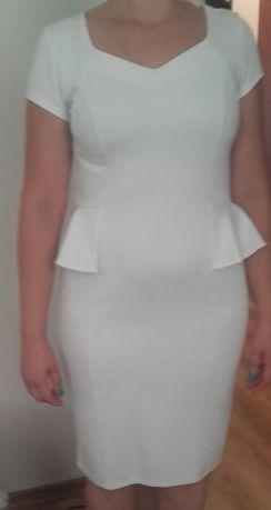 Sukienka z baskinką R 40