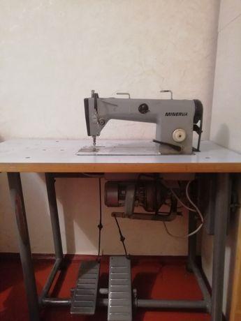 Промислова швейна машинка