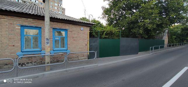 ПРОДАМ ПОЛ ДОМА ЦЕНТР (р-н 3-ей поликл.) с отдельным въездом и двором.