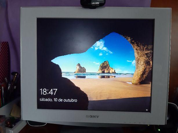 Monitor LCD SONY como NOVO