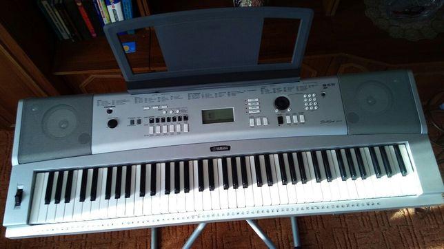 Синтезатор Yamaha DGX-230 в отличном состоянии