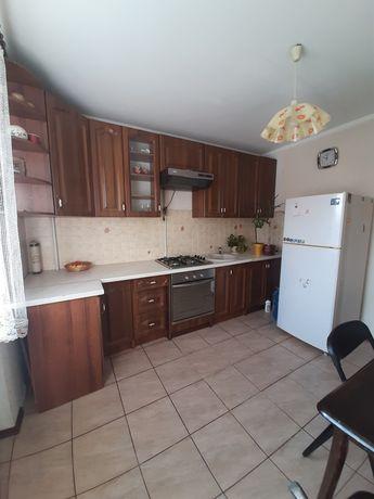 Продам двокімнатну квартиру по вул.Кравчука