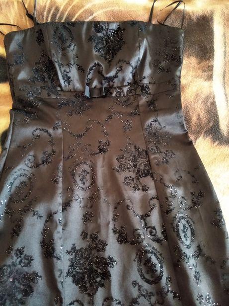 Sukienka midi  , regulowane ramiączka .