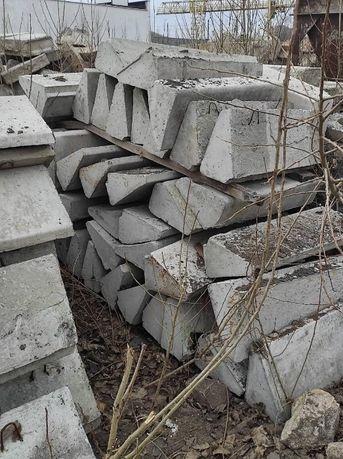 Ступень бетонная (ступени, ступеньки, лестница).