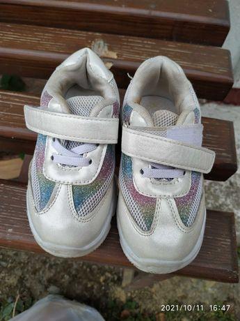 Взуття дитяче (обувь детская) від народження і до 4 років