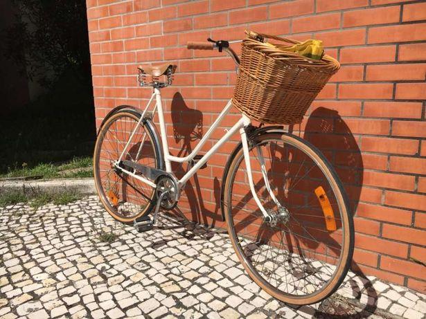 Bicicleta clássica de senhora