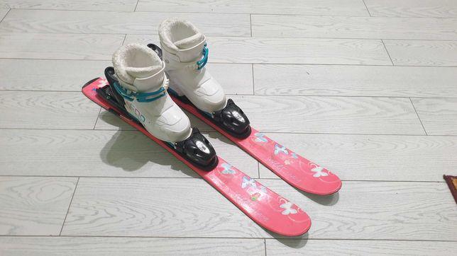 Narty i buty dziecięce. Rozmiar buta 26, dlugosc nart to ok 76cm.
