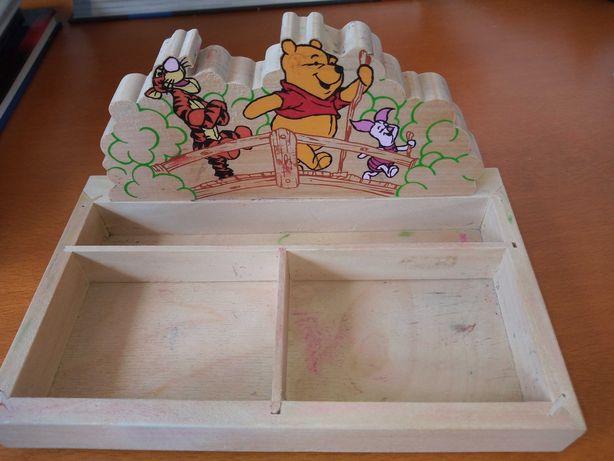 Przybornik na biurko Kubuś Puchatek drewniany